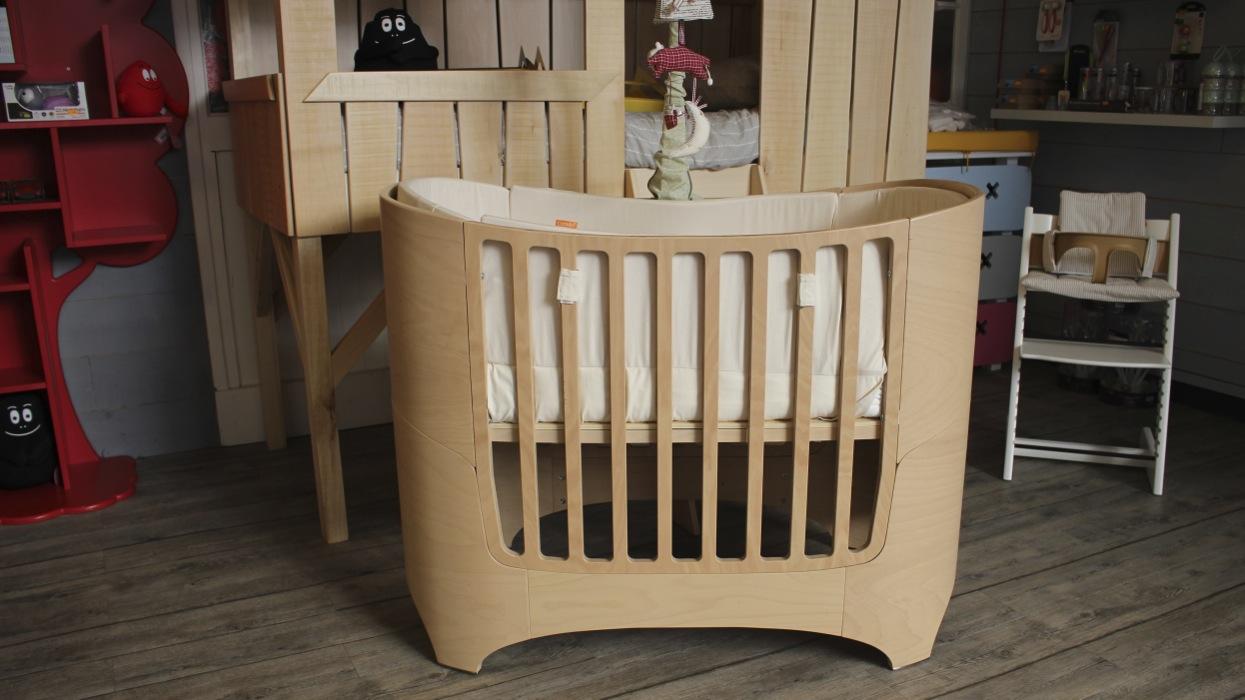 lit volutif leander bordeaux. Black Bedroom Furniture Sets. Home Design Ideas